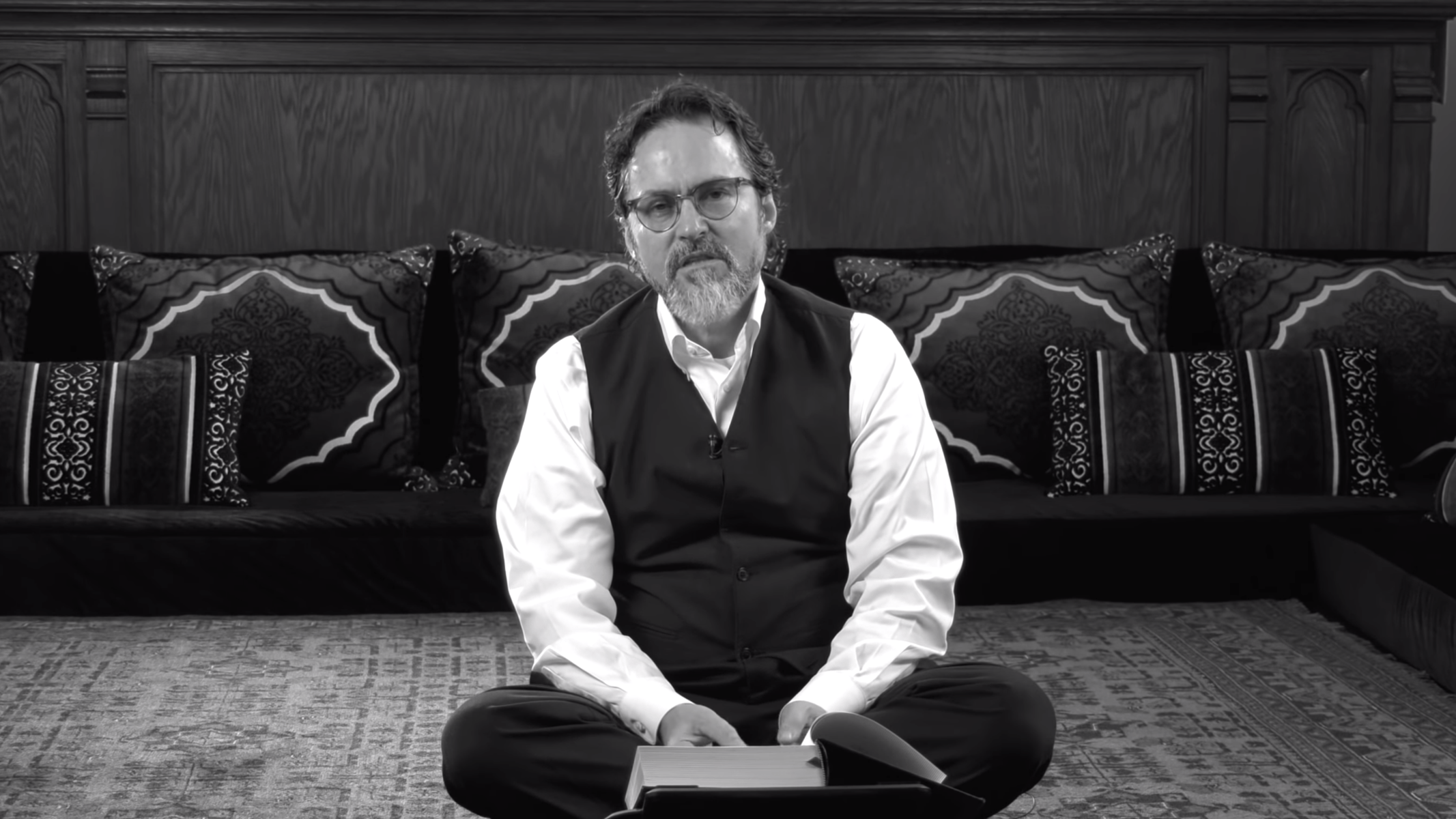 Hamza Yusuf – The Power of Powerlessness